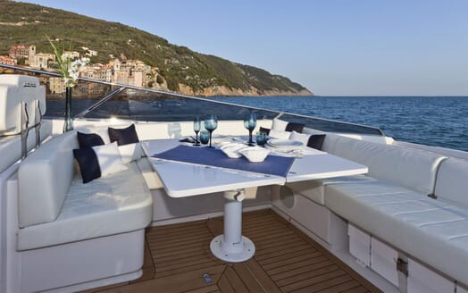 Motor Yacht DIVAMARE Dining Table
