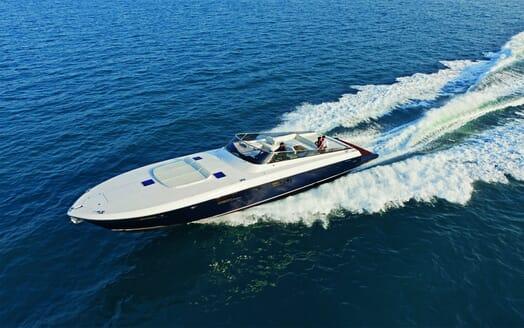 Motor Yacht DIVAMARE Underway