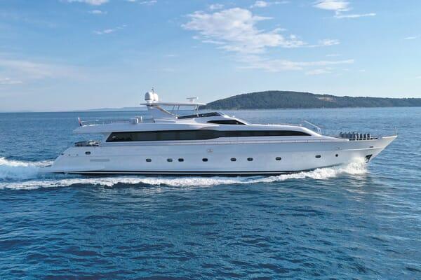 Motor Yacht Princess Lona Underway