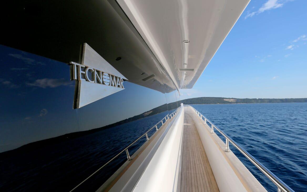 Motor Yacht Princess Lona Walkway