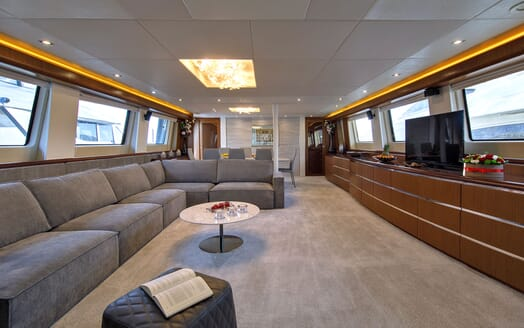 Motor Yacht Princess Lona Main Saloon