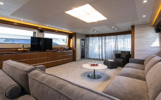 Motor Yacht Princess Lona Main Saloon 2