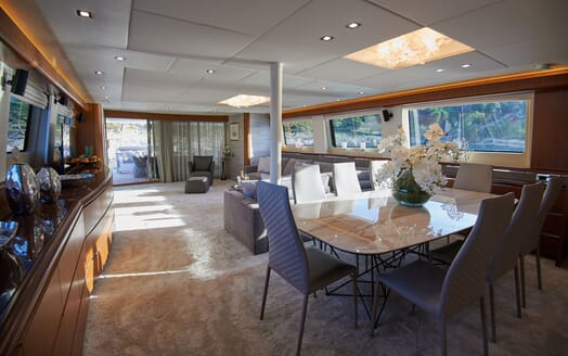 Motor Yacht Princess Lona Dining Table