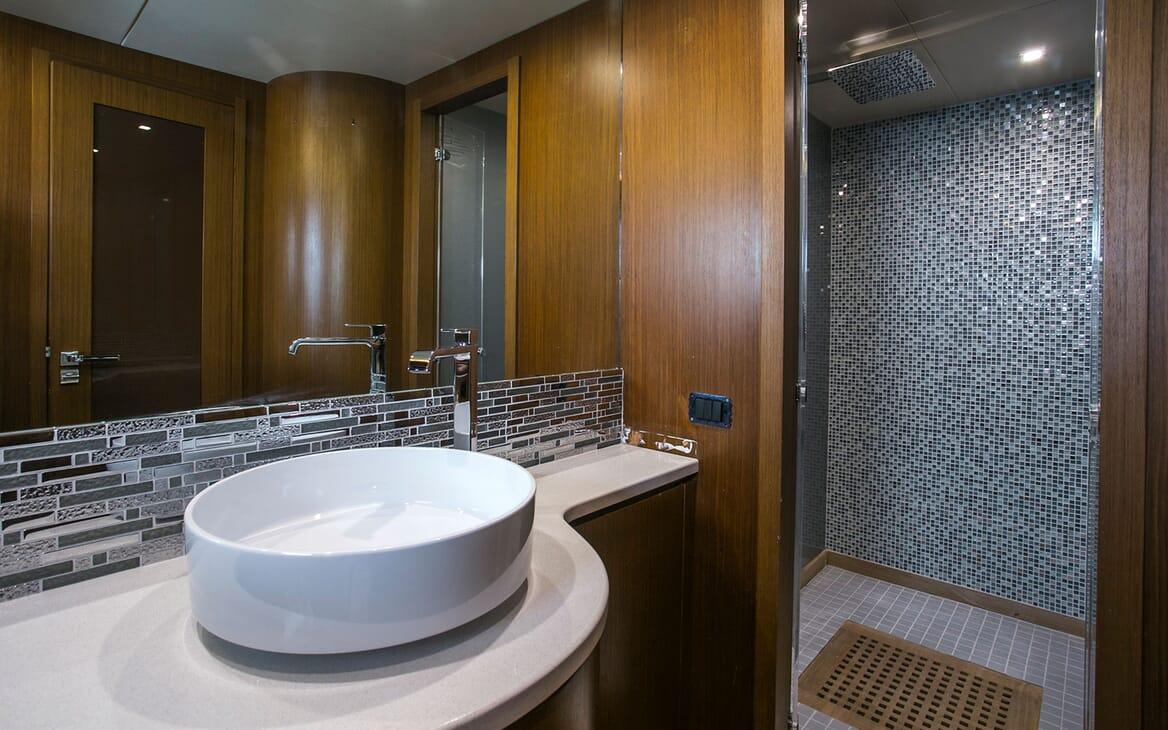 Motor Yacht Princess Lona Master Bathroom
