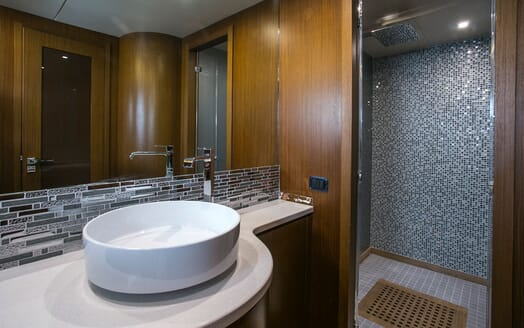 Motor Yacht Princess Lona Master Bathroom
