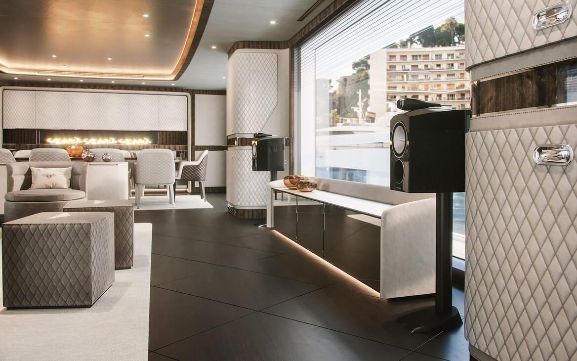 Motor Yacht Dynamiq G300 Main Saloon Speakers