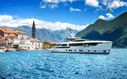 Motor Yacht Dynamiq G330 Anchored in the Med