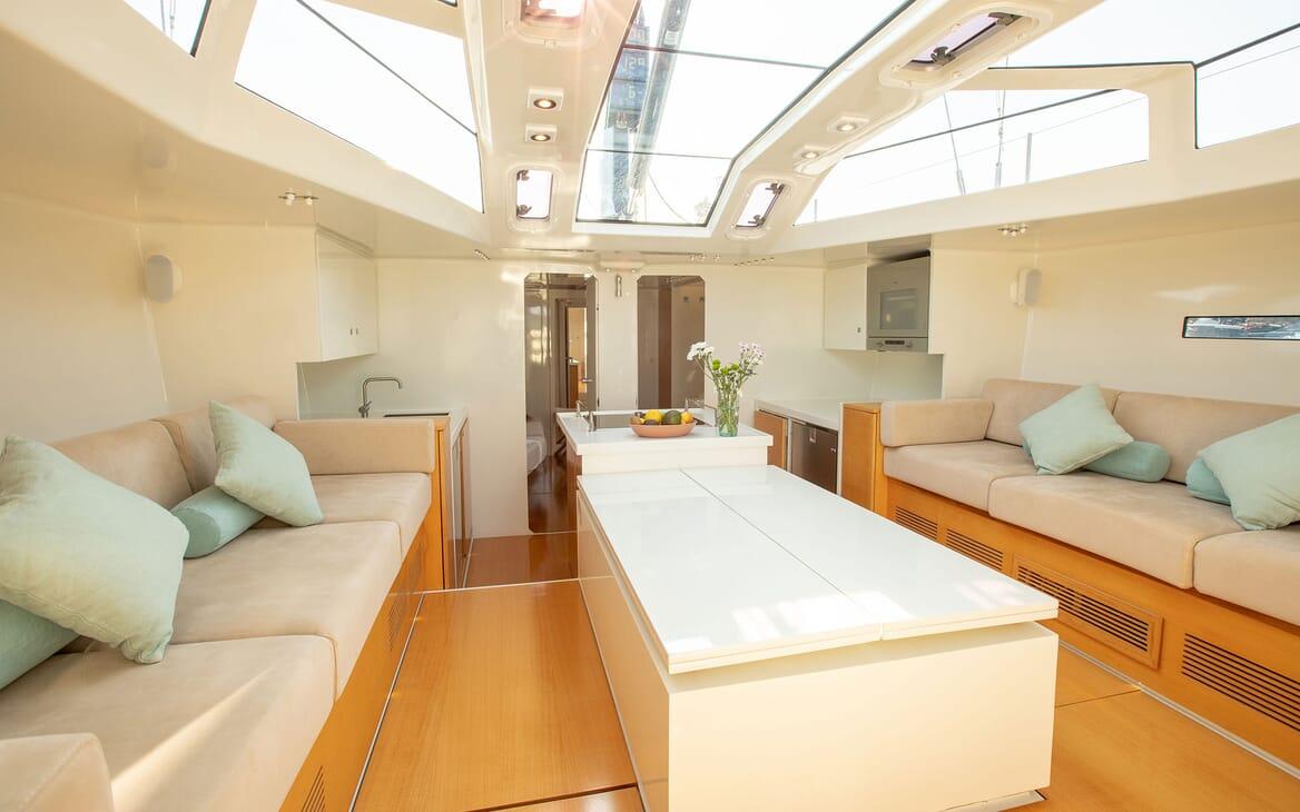 Sailing Yacht MIYABI Main Salon