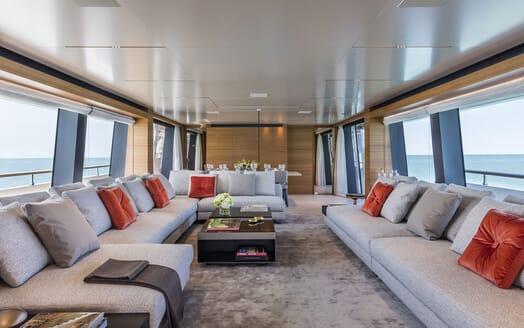 Motor Yacht CIAO Main Salon Seating