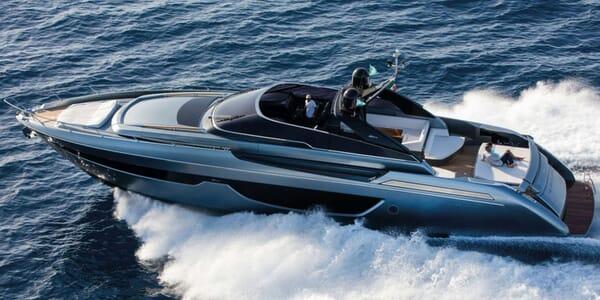 Motor Yacht RIVA 76 Underway