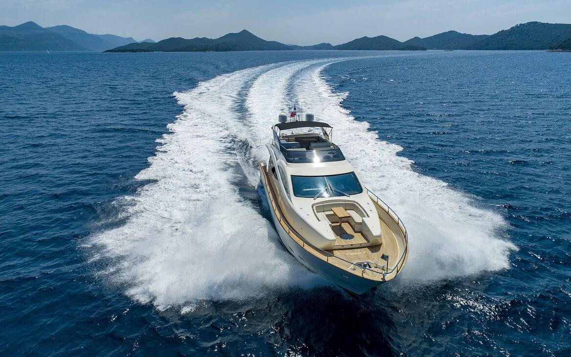Motor Yacht SALT Underway