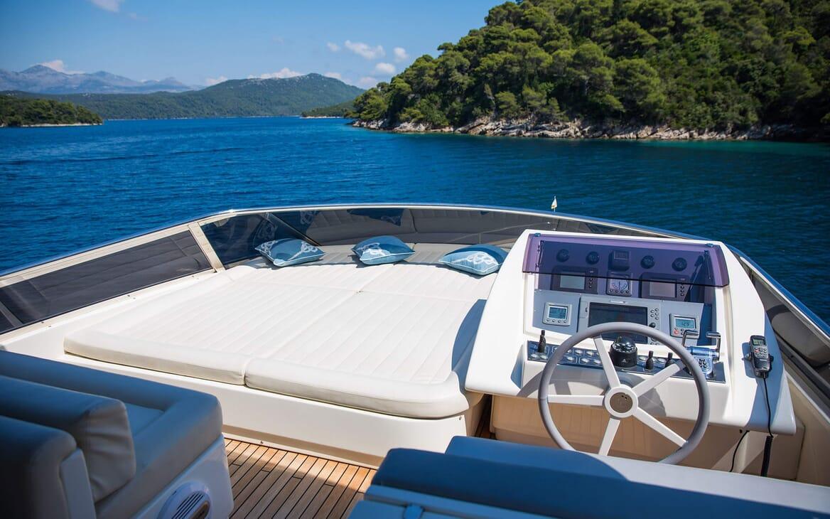 Motor Yacht SALT Sun Deck Wheel