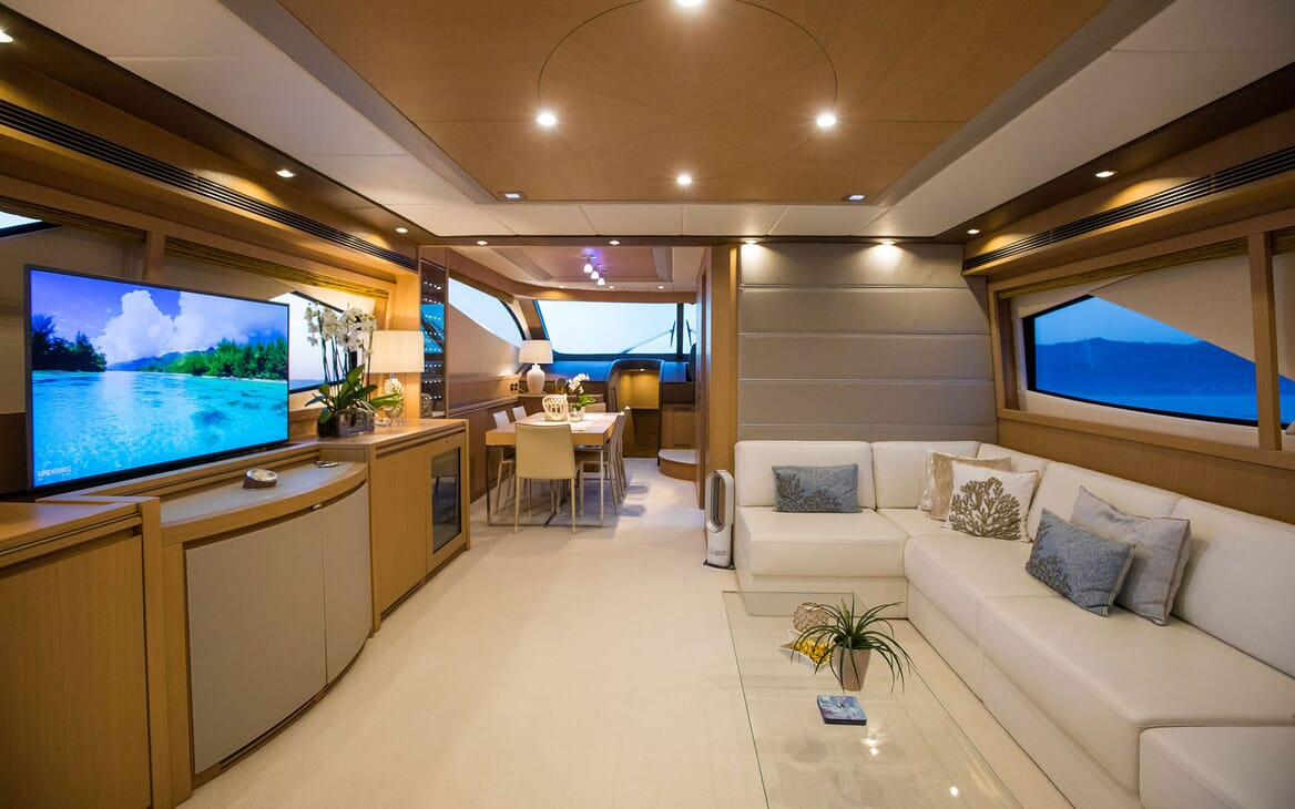 Motor Yacht SALT Main Saloon