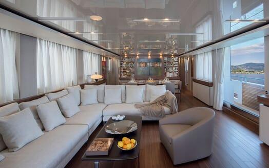 Motor Yacht ANDINORIA Main Saloon