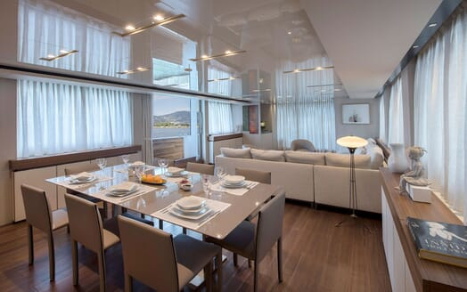 Motor Yacht ANDINORIA Dining Table
