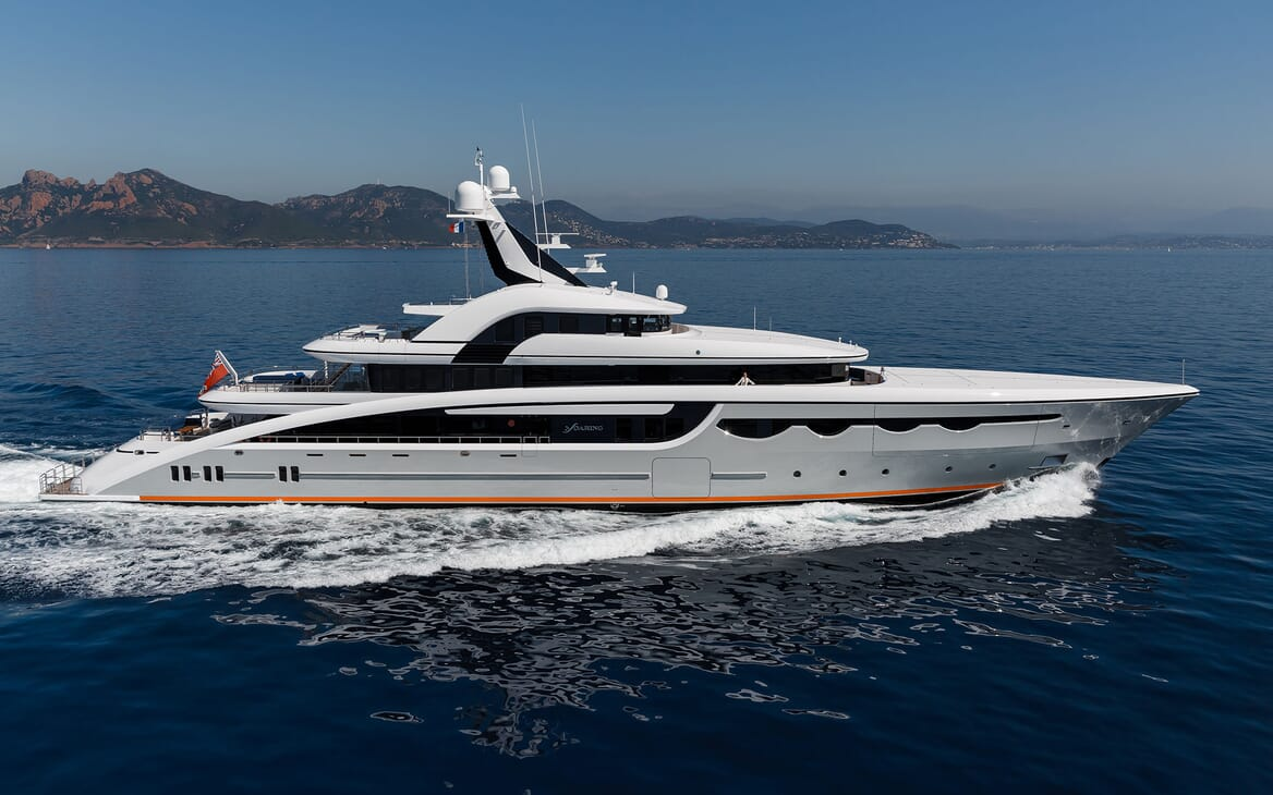 Motor Yacht SOARING Profile Underway
