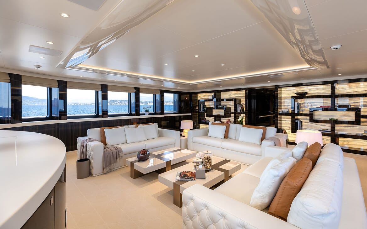 Motor Yacht SOARING Upper Deck Saloon Seating