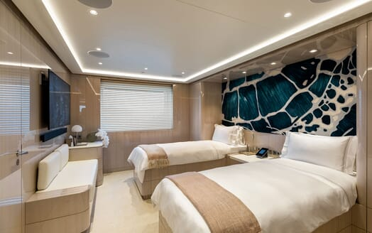 Motor Yacht SOARING Twin Guest Bathroom