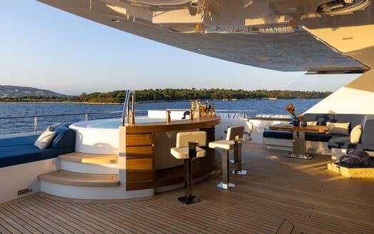 Motor Yacht SOARING Sun Deck Jacuzzi