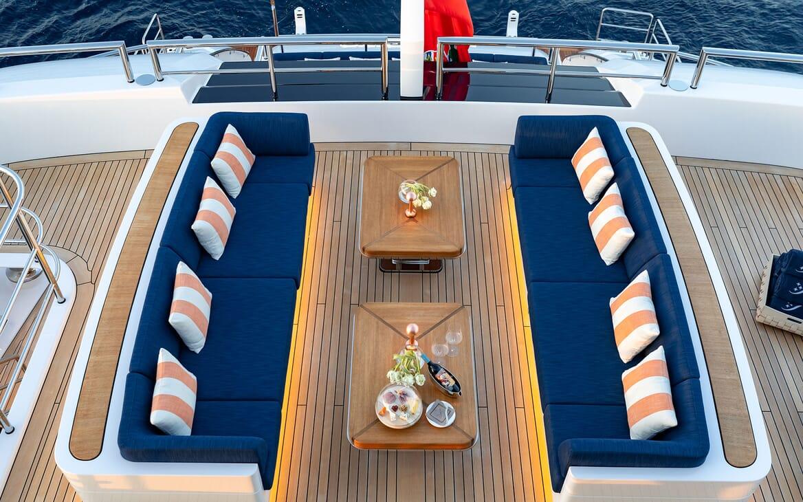 Motor Yacht SOARING Sun Deck Aft Seating