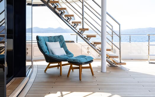 Motor Yacht SOARING Deck Seating