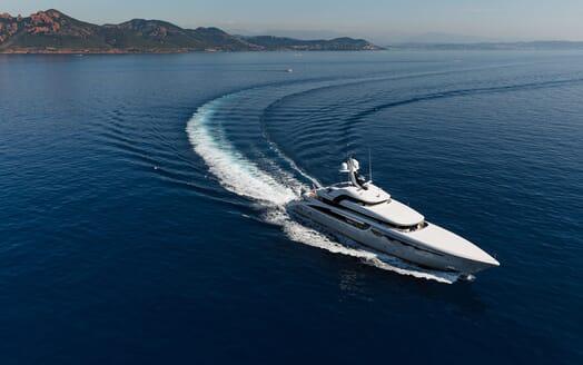 Motor Yacht SOARING Landscape Underway