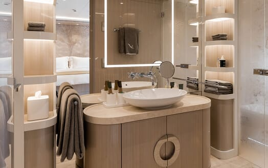 Motor Yacht SOARING Double Guest Bathroom