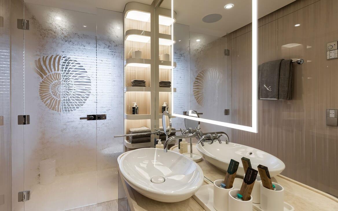 Motor Yacht SOARING Guest Double Bathroom