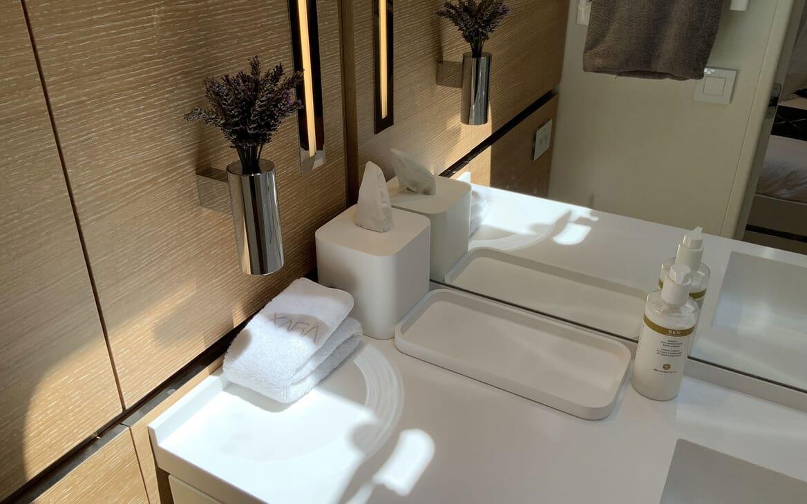 Sailing Yacht XAIRA Bathroom Detail