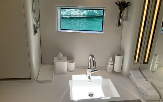 Sailing Yacht XAIRA Bathroom