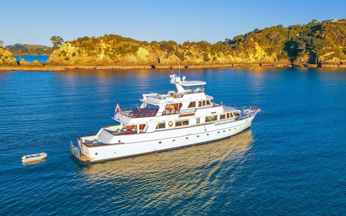Motor Yacht SEA BREEZE III Profile