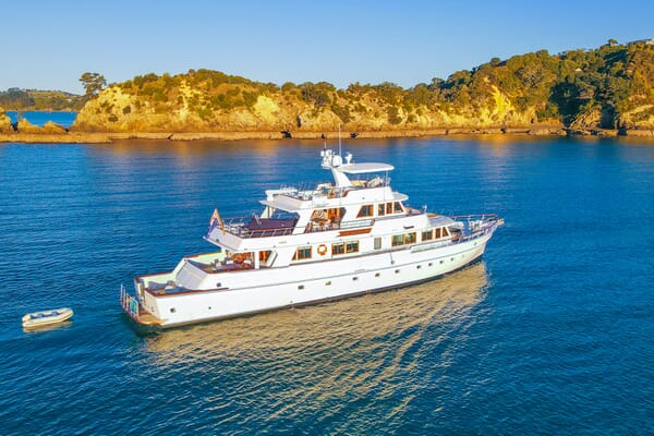 Motor Yacht SEA BREEZE III Profile