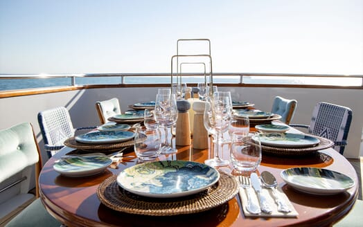 Motor Yacht SEA BREEZE III Aft View