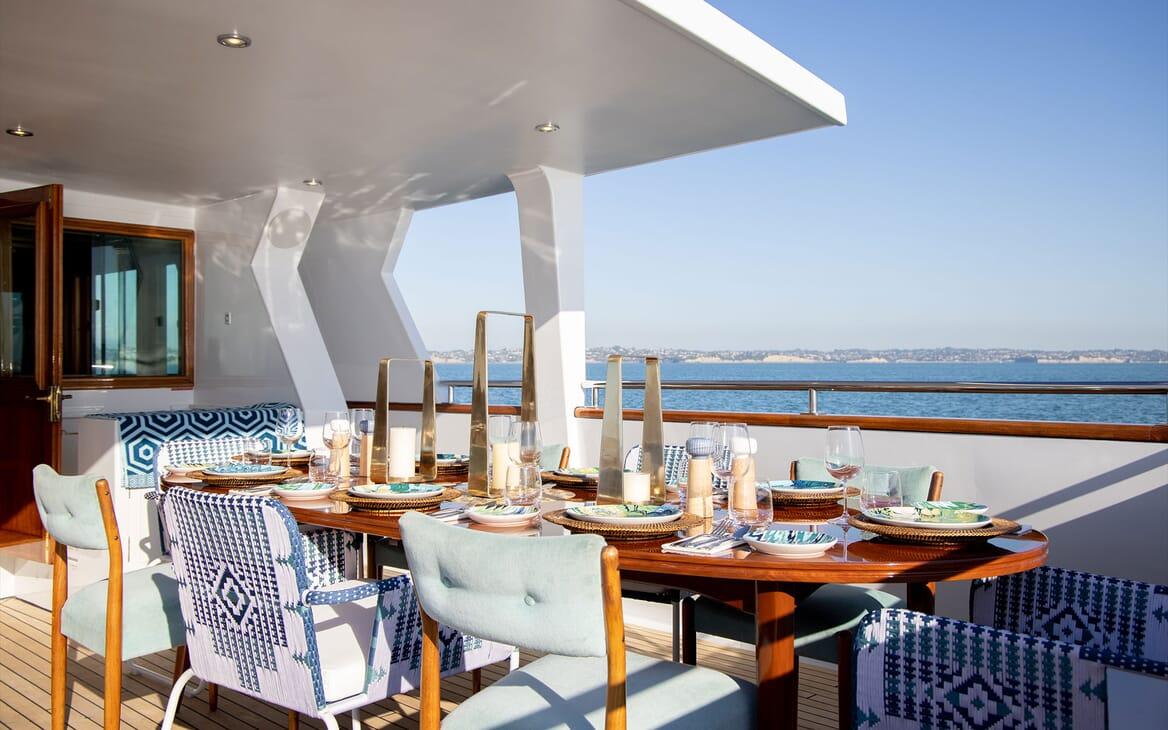 Motor Yacht SEA BREEZE III Bar