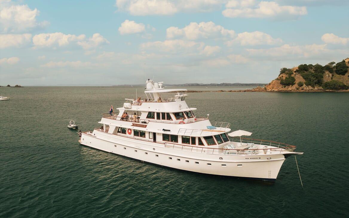 Motor Yacht SEA BREEZE III Tender and Toys
