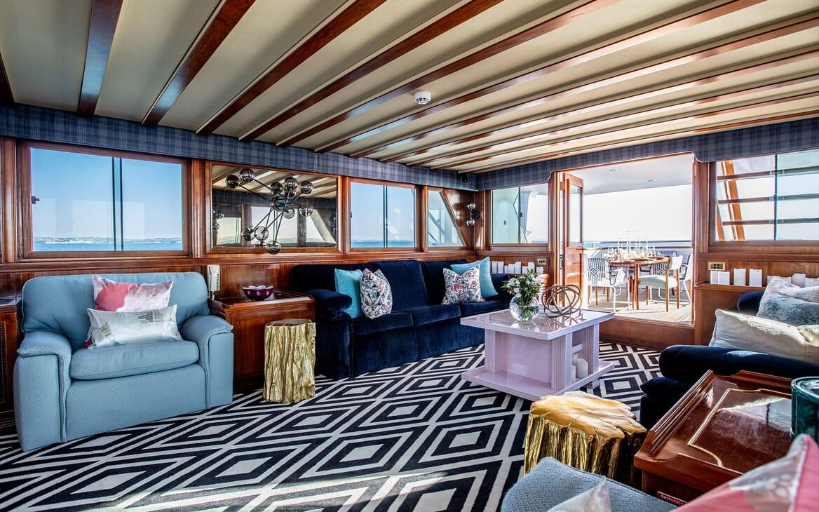 Motor Yacht SEA BREEZE III Main Saloon 2