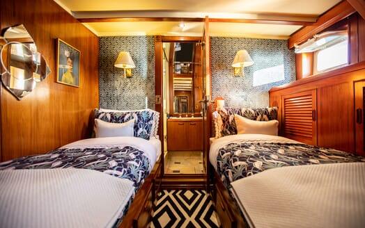 Motor Yacht SEA BREEZE III Al Fresco Dining