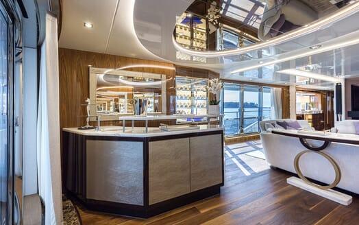 Motor Yacht ANGELUS Main Salon Bar