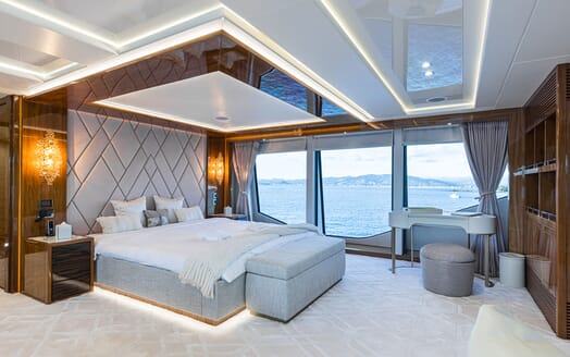 Motor Yacht ANGELUS Master Stateroom