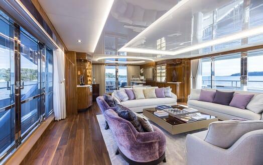 Motor Yacht ANGELUS Main Salon Seating
