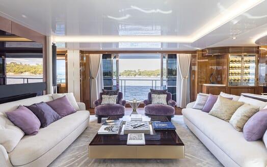 Motor Yacht ANGELUS Main Salon Table