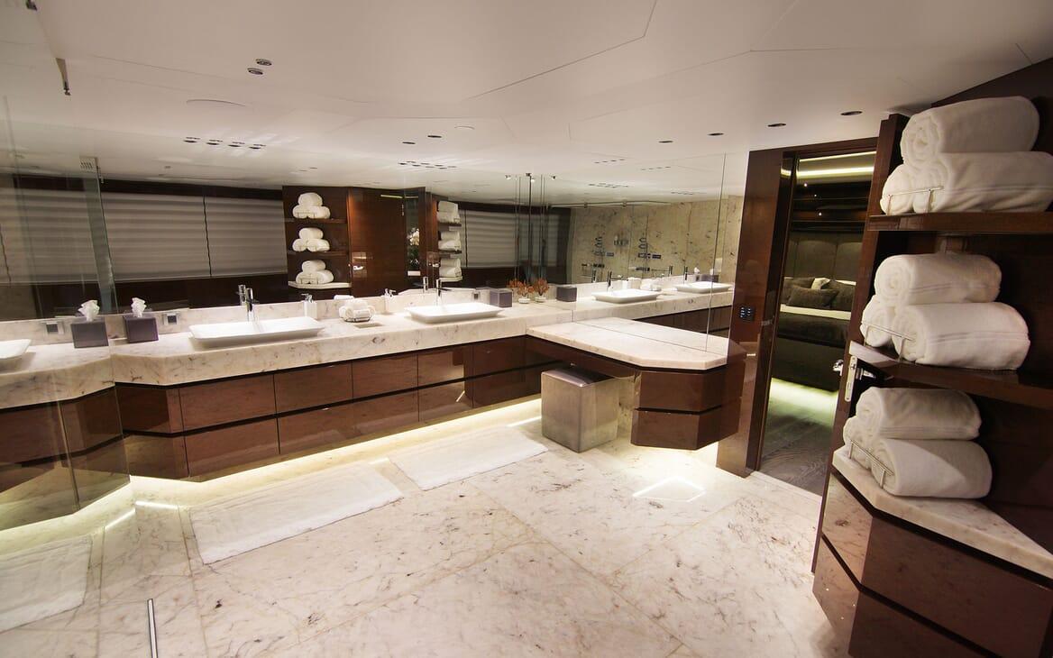 Motor Yacht BABA'S Master Bathroom