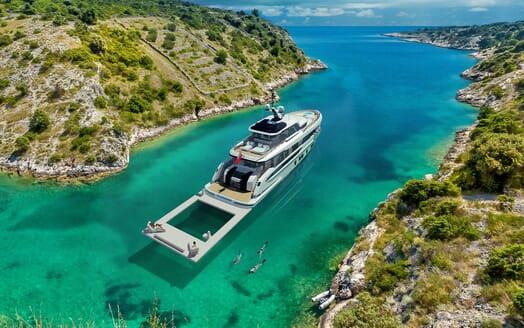 Motor Yacht DYNAMIQ G350 Beach Club