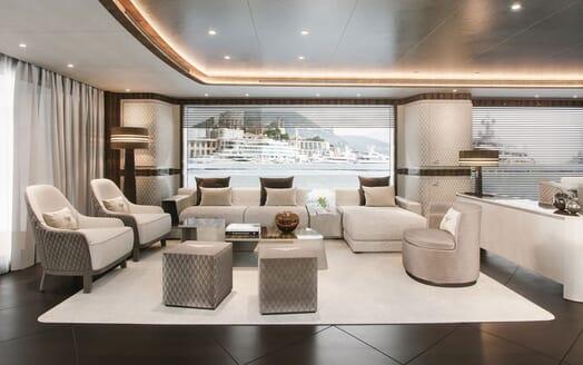 Motor Yacht DYNAMIQ G350 Main Saloon