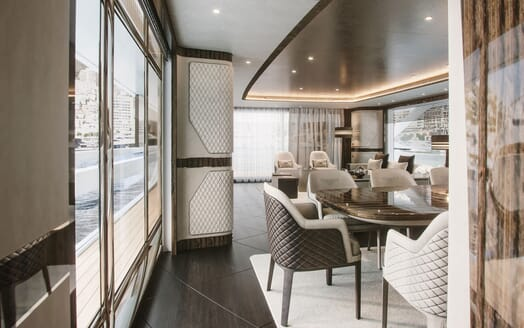 Motor Yacht DYNAMIQ G380 Dining Table and Saloon