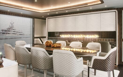 Motor Yacht DYNAMIQ G380 Dining Table with Fire