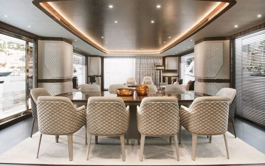 Motor Yacht DYNAMIQ G380 Dining Table 2