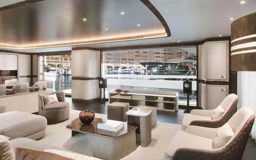 Motor Yacht DYNAMIQ G380 Main Saloon 4