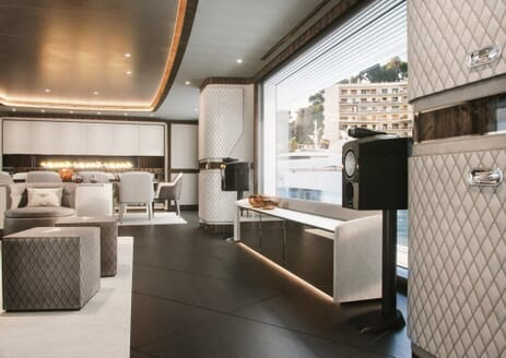 Motor Yacht DYNAMIQ G440 Saloon and Dining Room