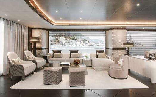 Motor Yacht DYNAMIQ G440 Main Saloon